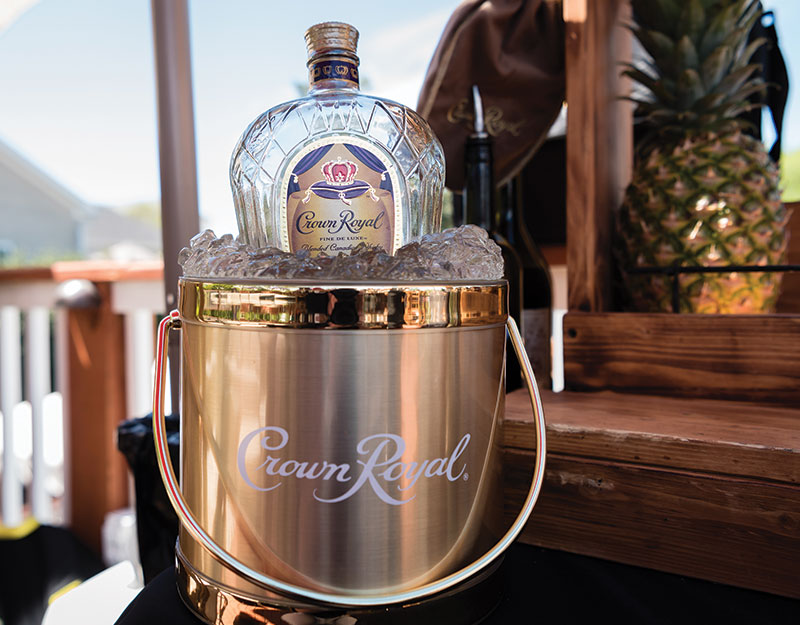 Enjoy a cocktail - The 1018 Club Masters Hospitality